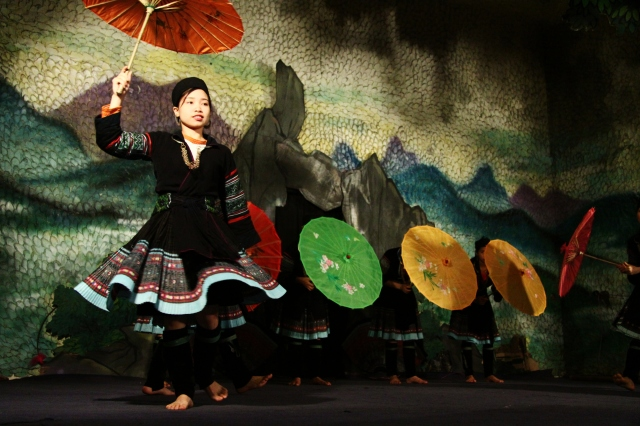 Traditional dancers in Cat Cat Village just outside Sa Pa Town